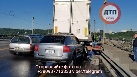 УДТП намосту Патона загинув пасажир автомобіля, двоє постраждалих госпіталізовані
