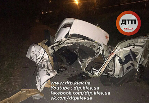 "У Києві ""Деу"" врізався в електроопору: Загинуло чотири людини - фото 2"