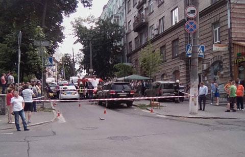 Уцентрі Києва вибух пошкодив авто